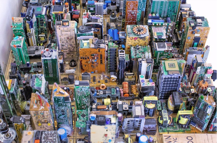 https://mymodernmet.com/zayd-menk-scale-model-computer-recycling/